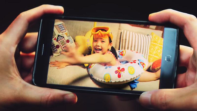 「CM 2017年「ANA 夏の旅割 旅の始まり篇」15秒 全日空 粟野咲莉ちゃん」の画像検索結果