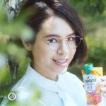 トロピカーナのCMでメガネ女子の大屋夏南が「ついでに!」おいしいついでに栄養補給 トロピカーナ「エッセンシャルズ」