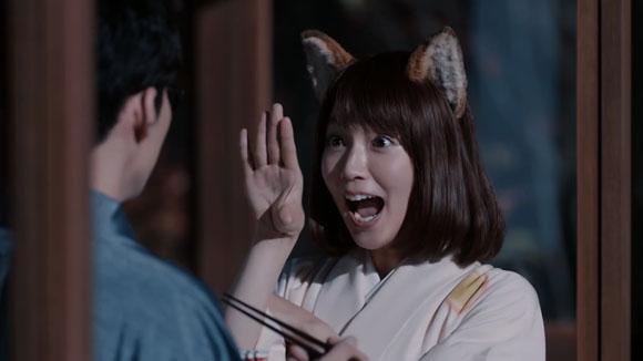 日清どん兵衛のCMは年末詣でツキを招く月見そば!猫からのコブラも~シャー!出演者は星野源、吉岡里帆