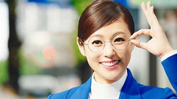 デューダ子ほっほ~のCMで転職に悩む女性は誰?深田恭子が双眼鏡 ...